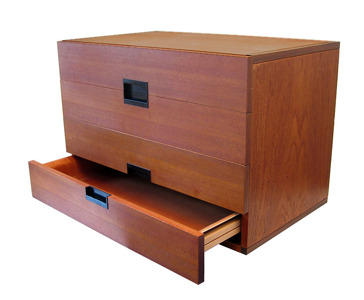 Cees Braakman, Pastoe Japan series drawer. In great condition. Has no base, but could just as well hang on a wall or be placed on another drawer.Dimensions: width 75 cm, height 50 cm, depth 45 cm.