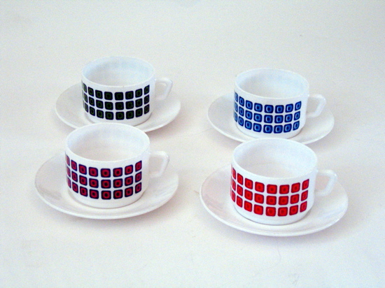 4 Arcopal vintage cups and saucers