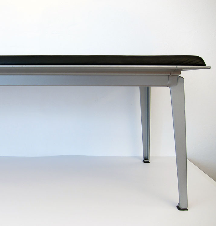 Ahrend museum or gallery bench