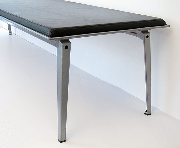 Large luxury Ahrend museum or gallery bench