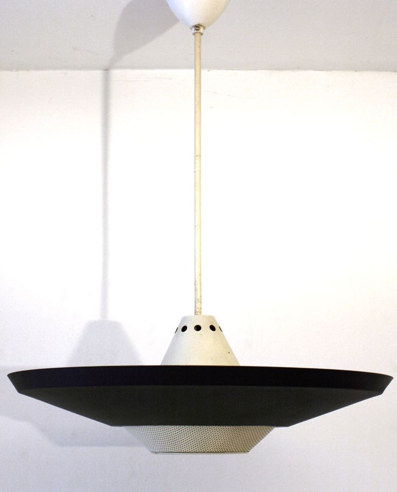 Large Louis Kalff Philips Mategot style retro pendant lamp. Has three uplighters and one downlighter. Louis Kalff was a multifaceted designer who worked as Graphic Designer, Industrial Designer, Advertising Art Director and Architect. He worked for Philips designing lamps, radio's and the first bakelite speaker. Dimensions: height 72 cm, diameter 54 cm.€ 475,-