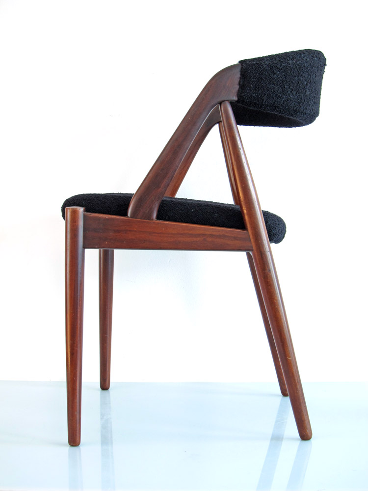 Wim Rietveld designed the Pyramid chair for Ahrend De Cirkel in 1960. The seat has been relacquered. Dimensions: height 80 cm, width 47 cm, depth 53 cm.
