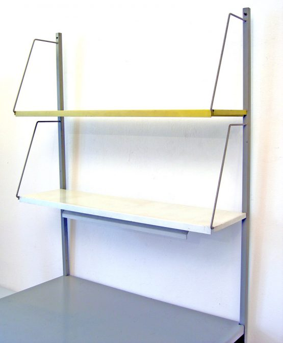 Pilastro vintage shelf unit with lamp