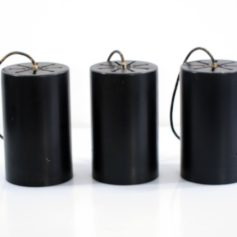 Three black metal Raak sixties cylinder pendant lamps. They have signs of use.Dimensions: Height 22 cm, diameter 13,5 cm.€ 125,- each