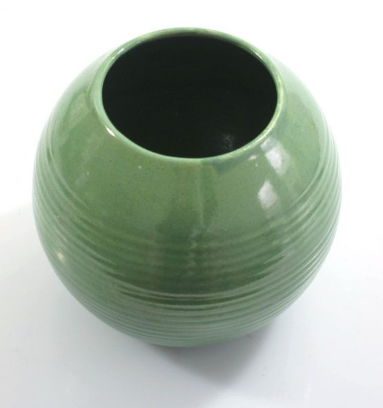 Has some firing flaws but otherwise a beautiful piece. Dimensions: height 12,5 cm, diameter 14,5 cm