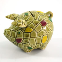 Great looking vintage ceramic piggy bank. Dimensions: height 10 cm, width 9 cm, depth 13,5 cm.