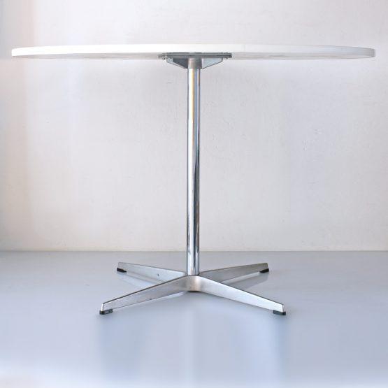Arne Jacobsen table