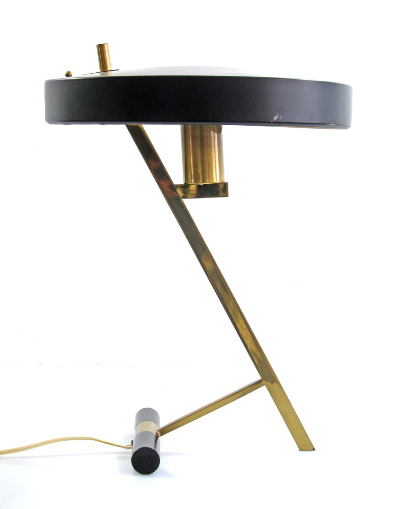 Design from 1955. With the original brass Philips manufacturers tag. In great condition. Has very slight signs of use. Dimensions: Height 44 cm, width 34 cm, depth 34 cm. Provided without the bulb.The lamp uses a standard E27 screw fitting light bulb, so it can be used in the USA.