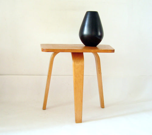 Cees Braakman fifties occasional table. Rare side table made by Pastoe. Beautiful piece ! Dimensions: Height 44 x 47,5 x 33 cm.