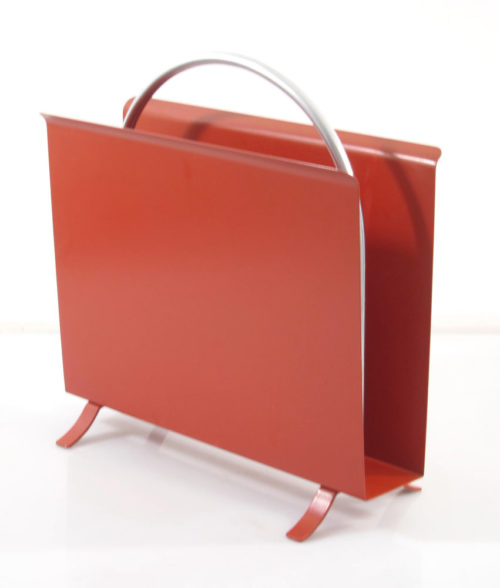 Designed by W.H. Gispen in 1932. Gispen 1022 metal magazine & newspaper rack. Has some signs of use. Dimensions: height 38,5 cm, length 38,5 cm, width 16 cm.