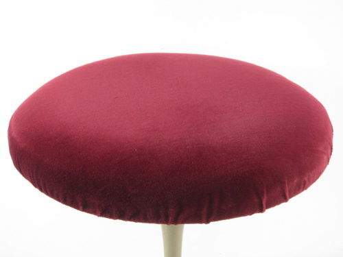 This mid-century Tulip stool was designed by Eero Saarinen. Has the original upholstery and a unique hammerite enamel lacquer paint finish. Dimensions: height 49 cm, diameter seat 39 cm.