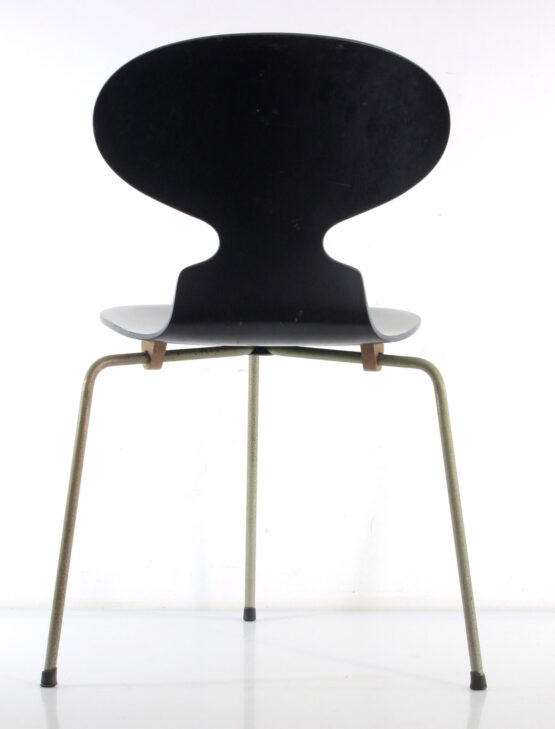 Arne Jacobsen 3 legged Ant chair Fritz Hansen