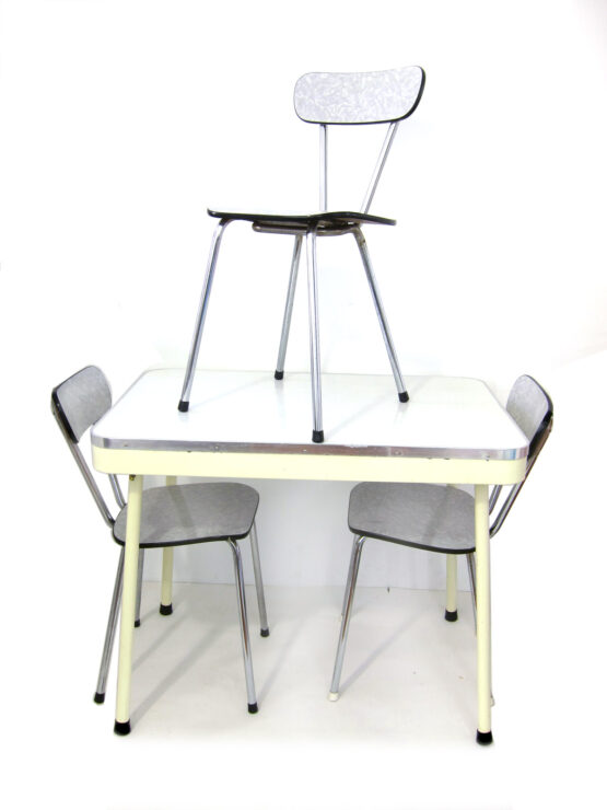 American kitchen style Brabantia table with 3 chairs - Paul Schuitema Fana D3, Gispen, Raymond Loewy, Streamline, Formica