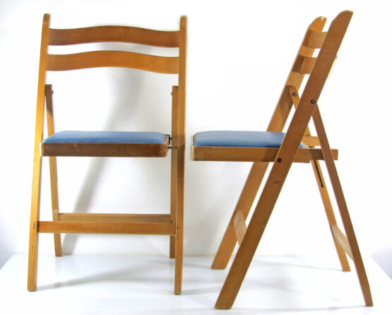 2 sixties Theater folding chairs